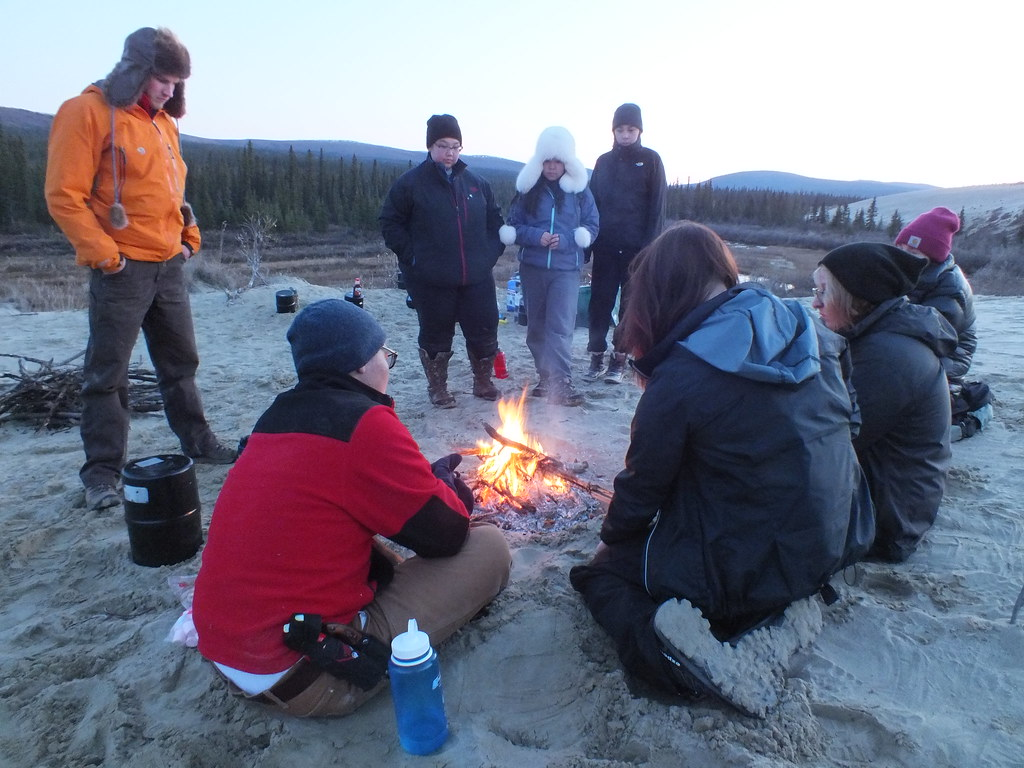 Feu de camp et storytelling. Photo by the National Parklands. Creative Commons 2.0 (share with attribution) https://www.flickr.com/photos/nps_wear/